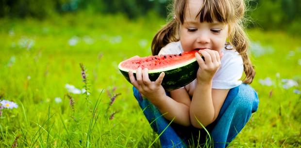 Como fazer as crianças gostarem de frutas